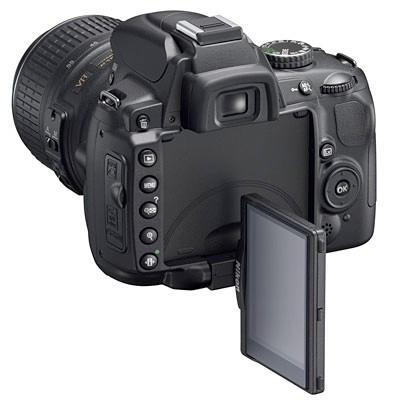 Зеркалка с поворотным дисплеем Nikon D5000 уже в мае.